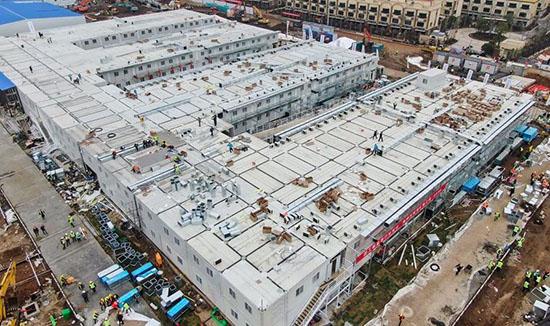 Спасти страну от коронавируса: как строительство качественной больницы в Ухане заняло всего 10 дней